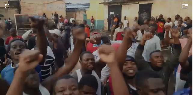 Photo clip from video show detainees protesting at the courtyard of the Kondengui Central Prison.