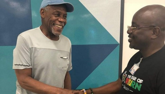 Danny Glover (left) urges African American to reconnect with Africa. (photo: kasapa fm)