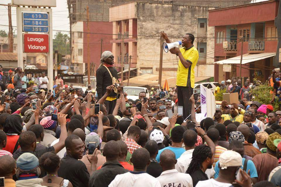 Mancho Bibixy addressing a crowd in Bamenda shortly before his arrest