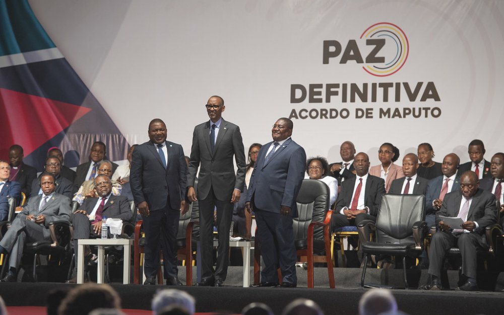 Presidents Kagame (Center) holding hands with President Nyusi of Mozambique (left) and Ossufo Momade of Renamo