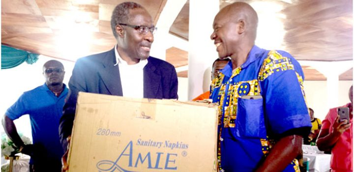 Dr Fomunyoh making a donation to internally displaced persons ,the UN estimates that close to 1.4 million Anglophones could be at risk of famine because of the ongoing crisis.