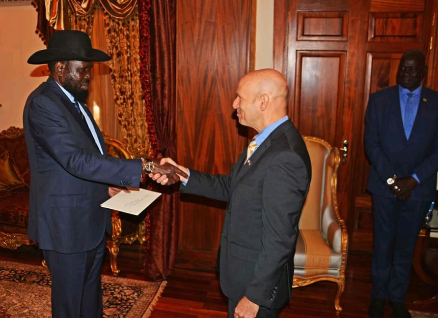 US Ambassador, Amb. Tom Hushek, presenting his credentials to President Kiir at the State house. File Picture Nyamilepedia