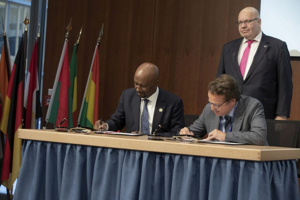 (from left to right) Dr. Seleshi Bekele, Ethiopian Minister of Water, Irrigation and Electricity, and Mark Claessen, Managing Director Voith Hydro East Africa in the attendance of Peter Altmaier, German Federal Minister for Economics and Energy.