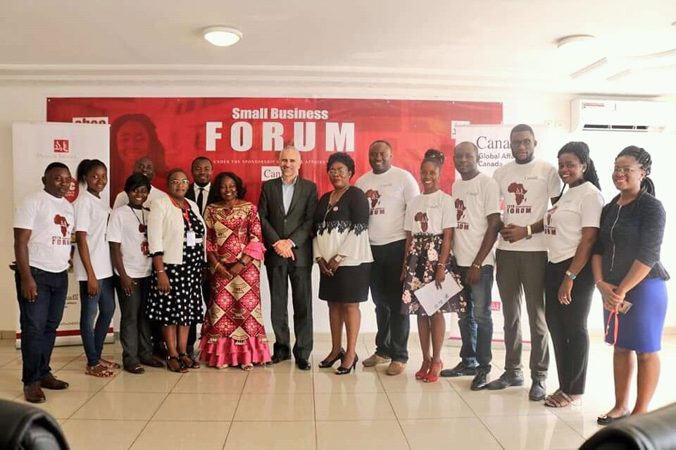 Canadian High Commissioner to Cameroon pose with staff of Foretia foundation (1)