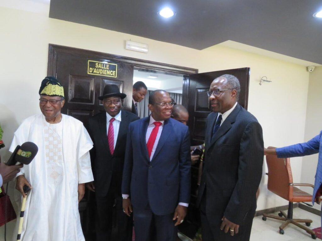 From left to right: Former President Nicephore Soglo of Benin Republic, former President Goodluck Jonathan of Nigeria, current Prime Minister Kassoury of Guinea and Dr Chris Fomunyoh of the NDI after a meeting on the upcoming elections in Guinea