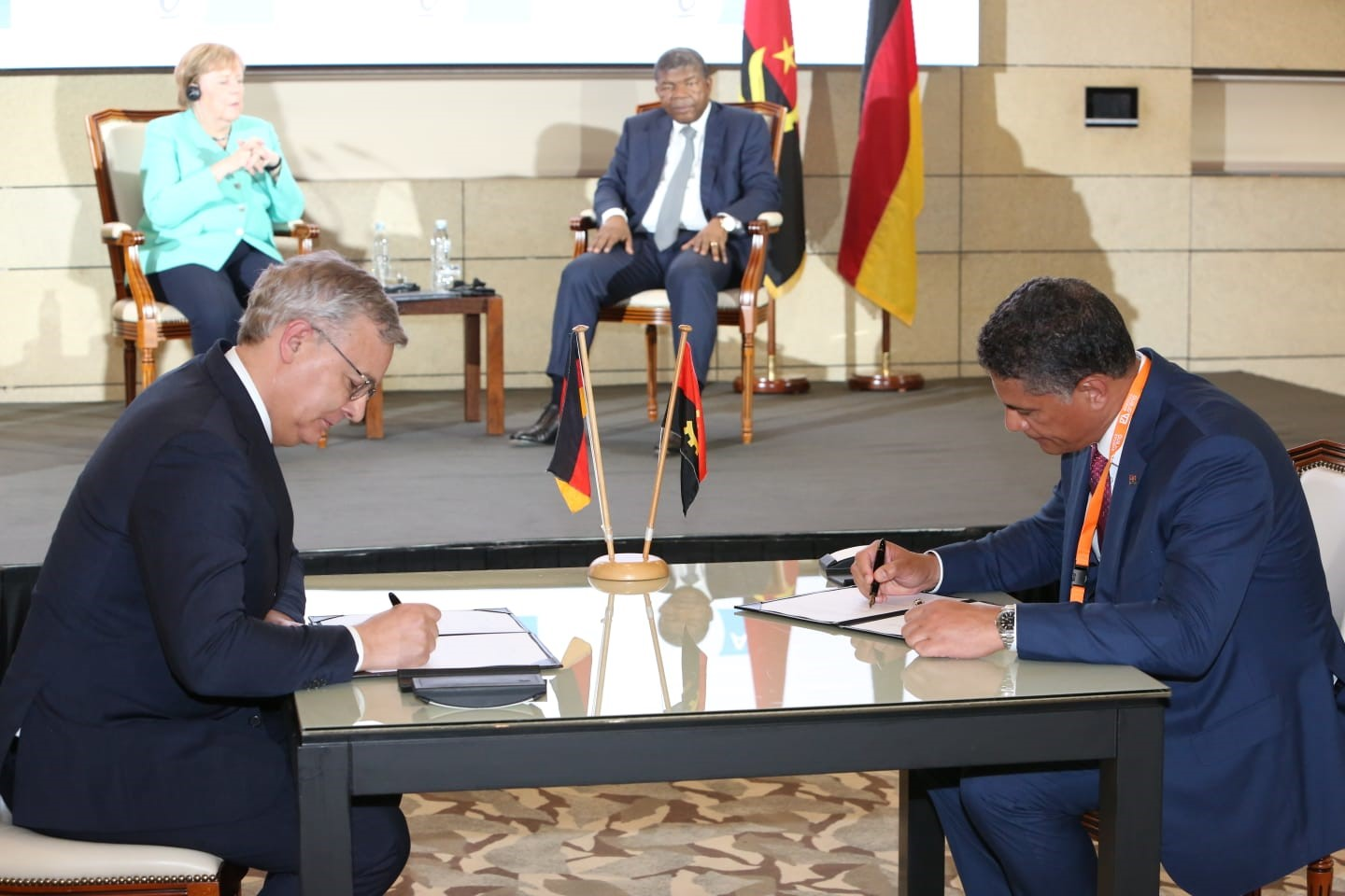 Dr. Toralf Haag signed the memorandum of understanding with the Angolan Minister for Energy and Water João Baptista Borges in the presence of Federal Chancellor Dr. Angela Merkel and the Angolan President João Manuel Gonçalves Lourenço