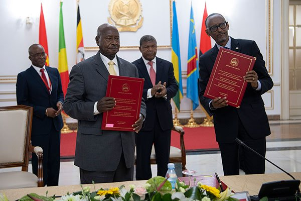 Ugandan President Museveni and Paul Kagame of Rwanda pose for pictures after signing the MoU to imprvove relations between both countries in August 2019. Photo Credit East African