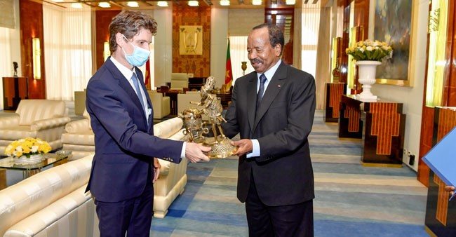 Stephane Doppagne, outgoing Ambassador of the Kingdom of Belgium receives goodbye gift from President Paul Biya at the Unity Place on 15 July 2020 (photo: prc.cm)