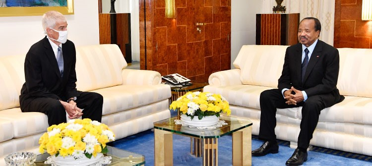Outgoing US Ambassador, Henry Peter Barlerin with President Paul Biya at the Unity Palace on 14 July 2020 (photo: prc.cm)