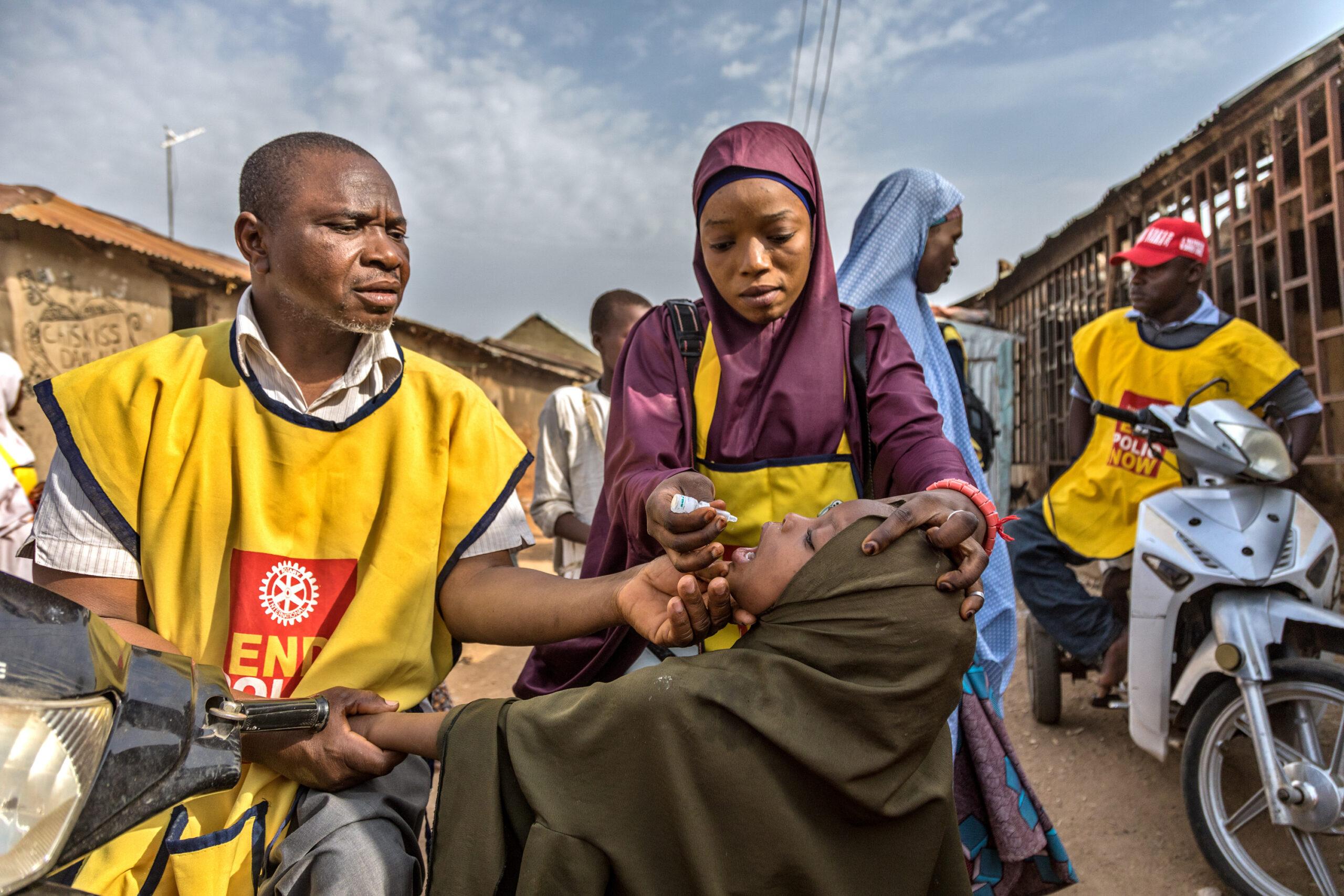 Health workers and volunteers participate in a door-to-door polio immunization campaign in Kaduna, Nigeria. 13 April 2019. Rotary International is working closely with the government of Nigeria and its GPEI partners to intensify polio-eradication efforts there by addressing cultural barriers, fostering community education, and increasing surveillance in a mobile population