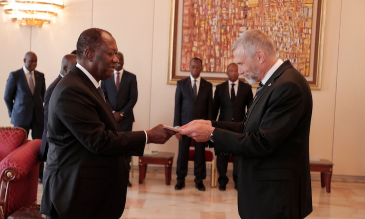 U.S. Ambassador to the Ivory Coast, Richard K. Bell presenting his letter of credence to President Ouattara on 10 Oct 2019.Photo credit U.S Embassy Cote d'Ivoire
