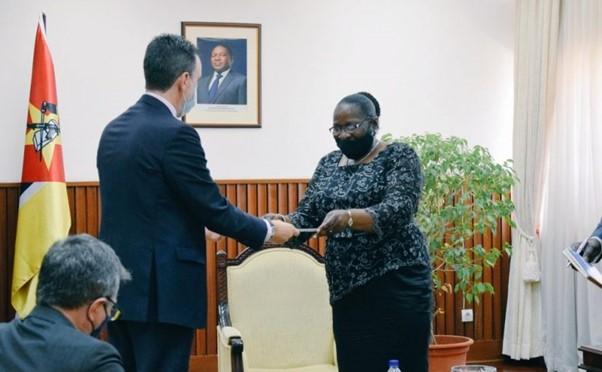 EU ambassador in Mozambique and Foreign Affairs Minister Verónica Macamo.