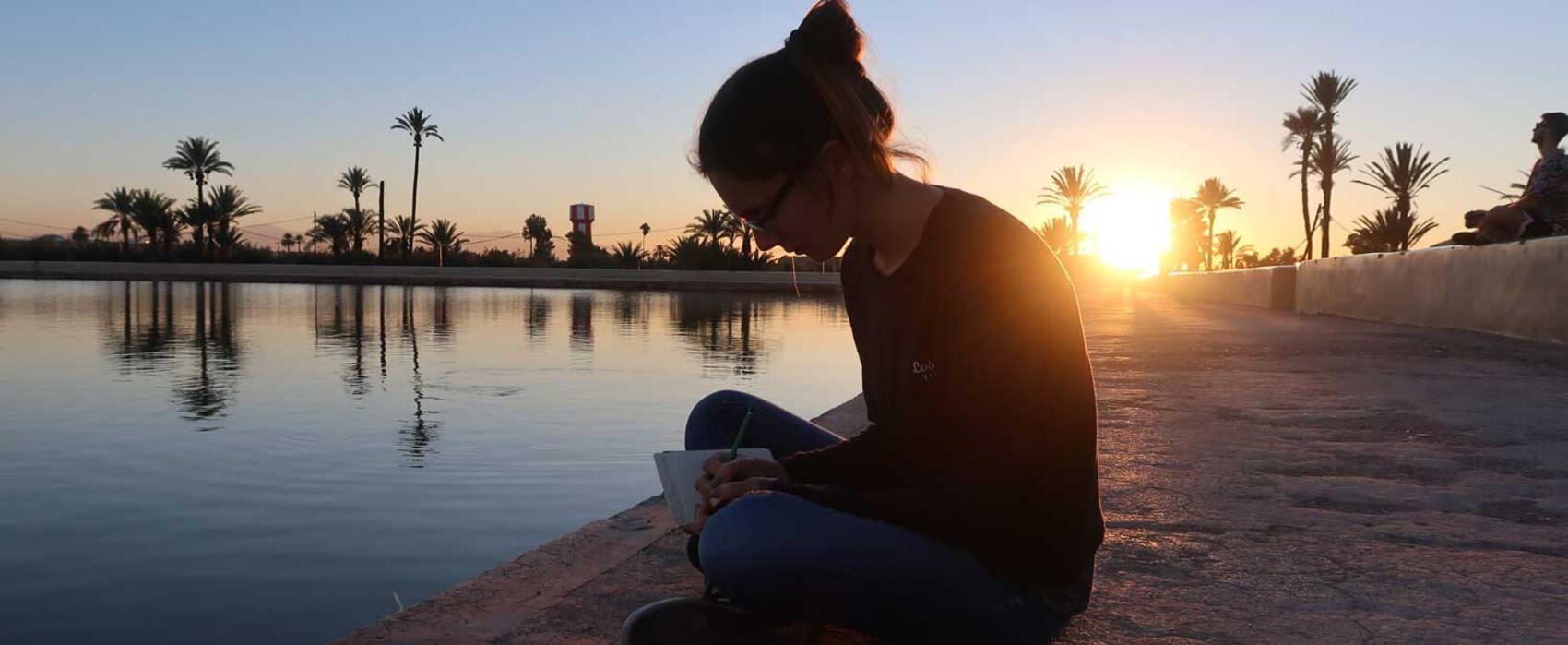 woman-writting-maroc