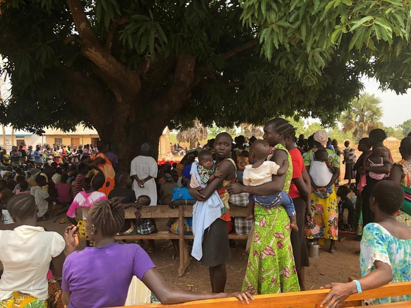 Displaced civilians holding a meeting under a tree in Yei, South Sudan, March 2019.Photo Nyagoah Tut Put/Human Rights Watch