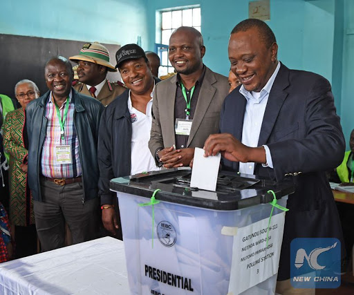 Photo taken on Oct. 26, 2017 shows Kenyan President Uhuru Kenyatta casting his vote in repeat presidential elections. (Xinhua/Chen Cheng)