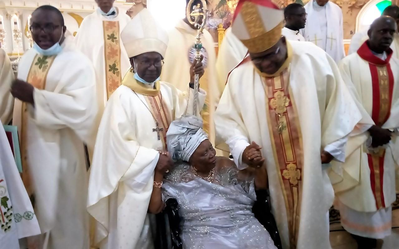 Mami Mary Atabong with Bishop Michael Bibi (R) and ArchBishop Fontem Esua (L)